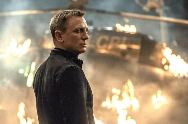 Films to learn English James-Bond-Daniel-Craig